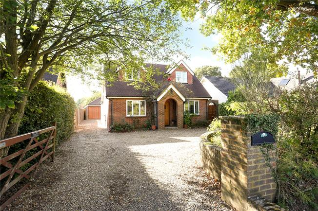 Guide Price £695,000, 3 Bedroom Detached House For Sale in Surrey, GU6