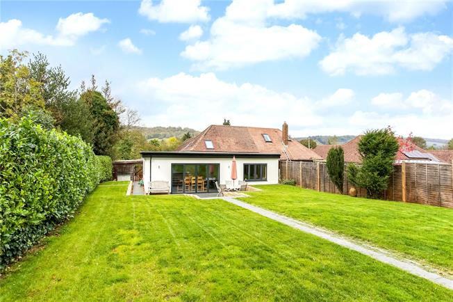 Guide Price £650,000, 3 Bedroom Bungalow For Sale in Gomshall, GU5