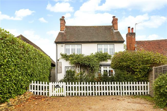 Guide Price £700,000, 3 Bedroom Detached House For Sale in West Clandon, GU4