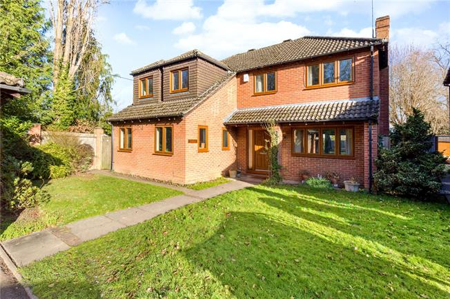 Guide Price £800,000, 4 Bedroom Detached House For Sale in Normandy, GU3