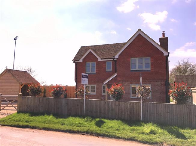 Asking Price £599,950, 4 Bedroom Detached House For Sale in Cranleigh, Surrey, GU6