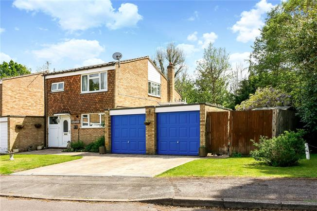 Guide Price £475,000, 3 Bedroom Semi Detached House For Sale in Bramley, GU5