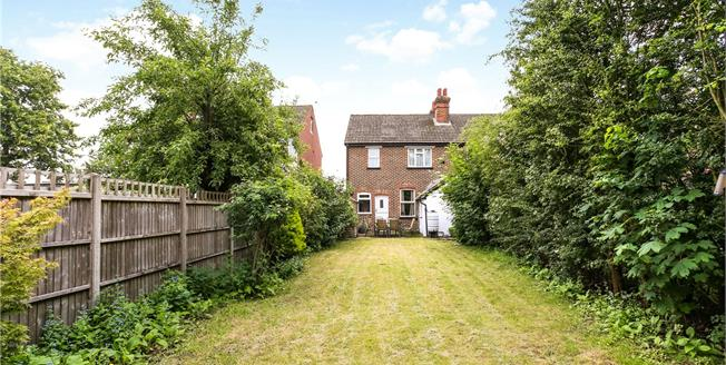Guide Price £365,000, 3 Bedroom Semi Detached House For Sale in Guildford, Surrey, GU1