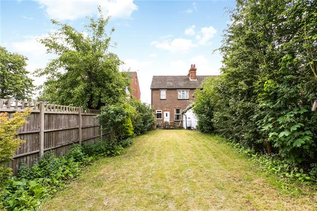 Guide Price £365,000, 3 Bedroom Semi Detached House For Sale in Guildford, GU1