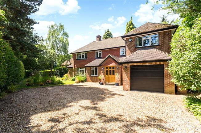 Guide Price £1,250,000, 4 Bedroom Detached House For Sale in Guildford, Surrey, GU5