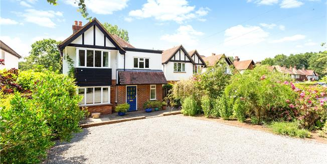 Guide Price £865,000, 4 Bedroom Detached House For Sale in Guildford, Surrey, GU4