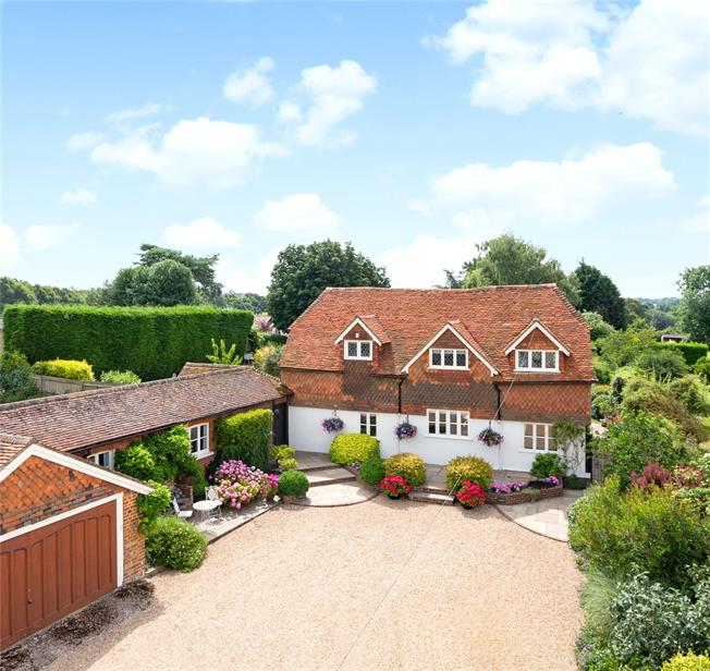 Asking Price £1,450,000, 5 Bedroom Detached House For Sale in Cranleigh, GU6