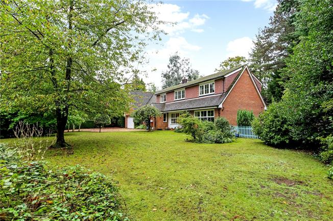 Asking Price £1,350,000, 5 Bedroom Detached House For Sale in Guildford, Surrey, GU5