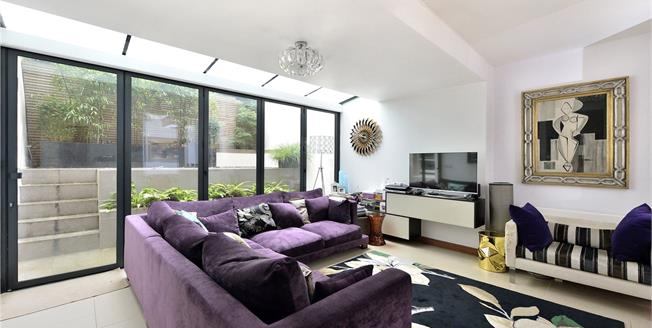 Asking Price £995,000, 2 Bedroom Flat For Sale in London, NW3
