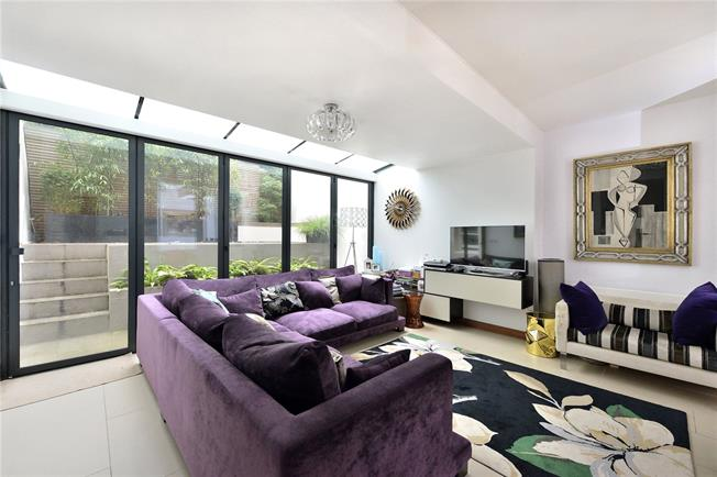 Asking Price £975,000, 2 Bedroom Flat For Sale in London, NW3
