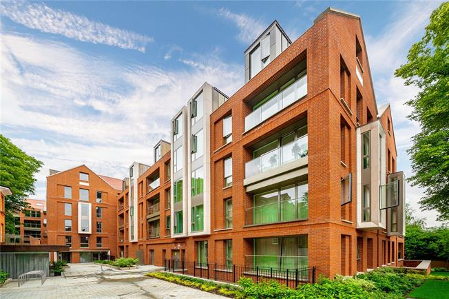 Guide Price £1,800,000, 3 Bedroom Flat For Sale in London, NW3