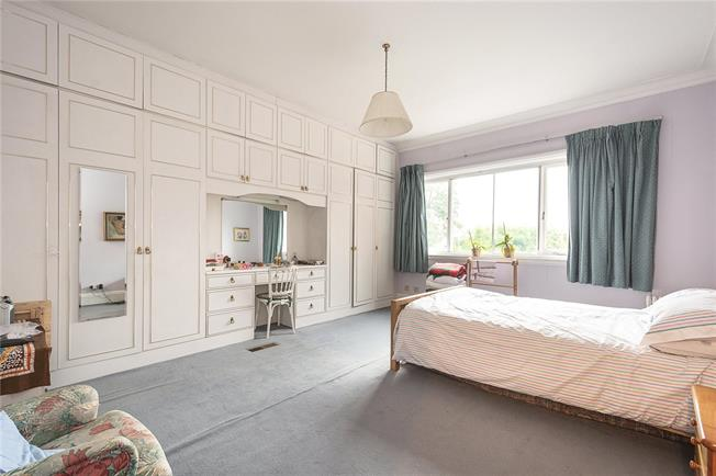 Asking Price £1,095,000, 3 Bedroom Flat For Sale in London, NW3
