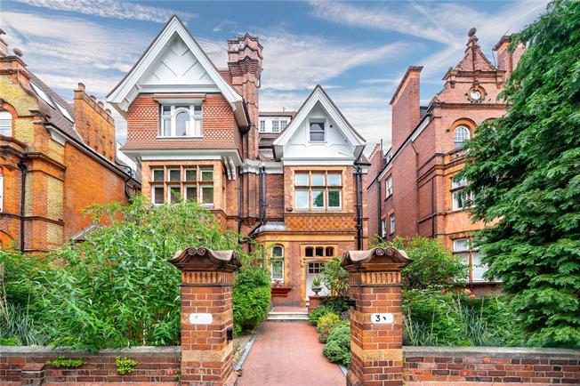 Guide Price £1,895,000, 3 Bedroom Flat For Sale in London, NW3