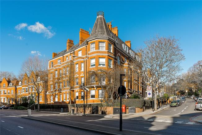 Asking Price £750,000, 2 Bedroom Flat For Sale in London, NW3