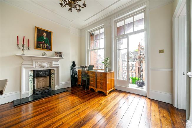 Asking Price £1,175,000, 3 Bedroom Flat For Sale in London, N6