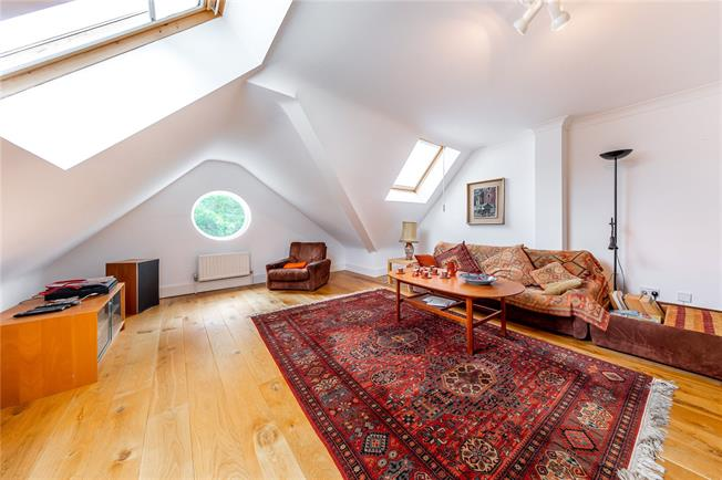 Asking Price £1,150,000, 2 Bedroom Flat For Sale in London, NW3