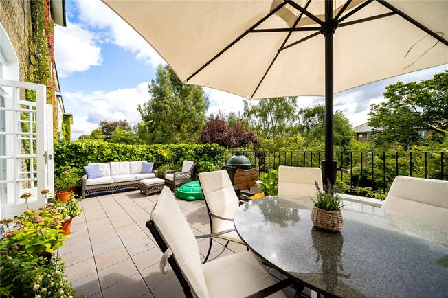 Asking Price £1,250,000, 2 Bedroom Flat For Sale in London, NW3