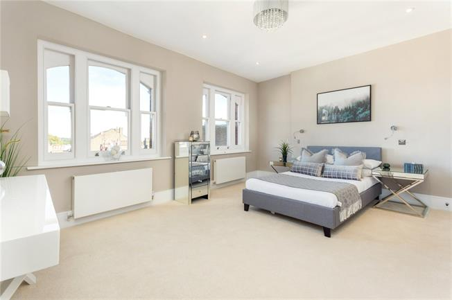Asking Price £999,995, 2 Bedroom Flat For Sale in London, NW3