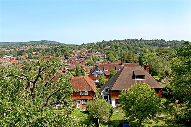 Guide Price £1,395,000, 7 Bedroom Detached House For Sale in Haslemere, GU27