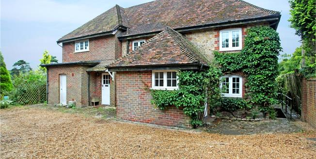 Guide Price £775,000, 5 Bedroom Detached House For Sale in Hindhead, GU26