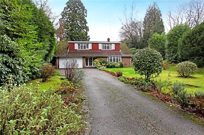 Guide Price £700,000, 3 Bedroom Detached House For Sale in Haslemere, GU27
