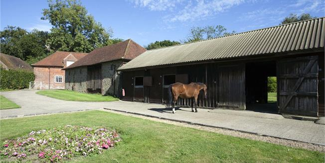 Guide Price £1,395,000, 3 Bedroom Detached House For Sale in Hindhead, GU26