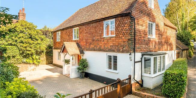 Guide Price £1,000,000, 5 Bedroom Detached House For Sale in Surrey, GU27