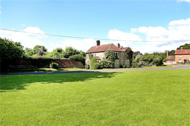 Guide Price £1,100,000, 4 Bedroom Detached House For Sale in Fernhurst, GU27