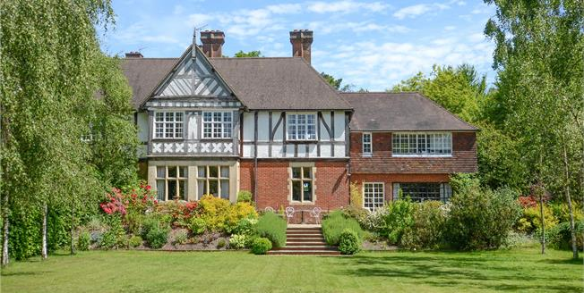 Guide Price £1,250,000, 5 Bedroom House For Sale in Hindhead, GU26