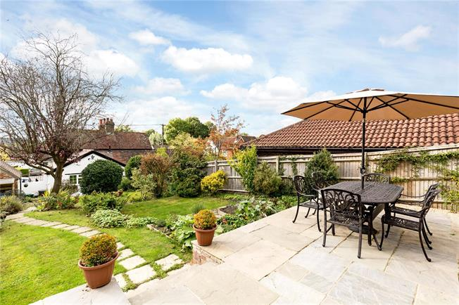 Guide Price £415,000, 2 Bedroom Semi Detached House For Sale in Haslemere, West Sussex, GU27