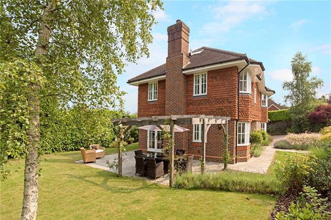 Asking Price £1,100,000, 5 Bedroom Detached House For Sale in Haslemere, GU27