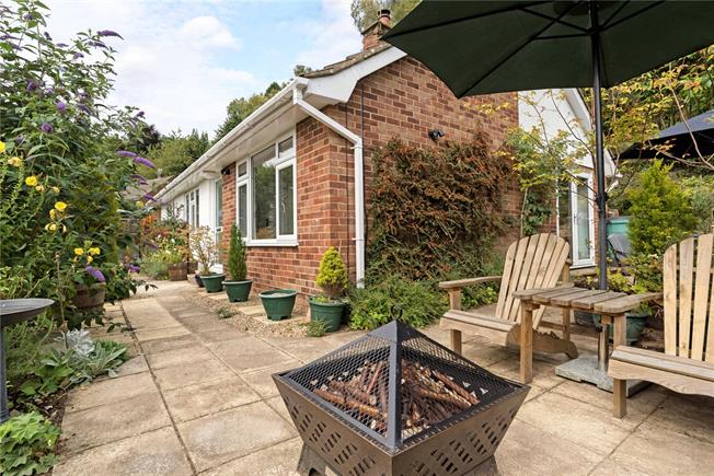 Guide Price £600,000, 4 Bedroom Detached House For Sale in Haslemere, GU27