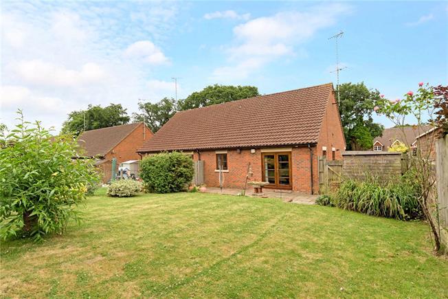 Asking Price £375,000, 2 Bedroom Bungalow For Sale in Surrey, GU27