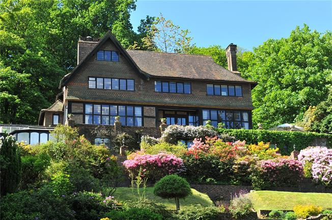 Guide Price £1,395,000, 4 Bedroom Detached House For Sale in Haslemere, GU27