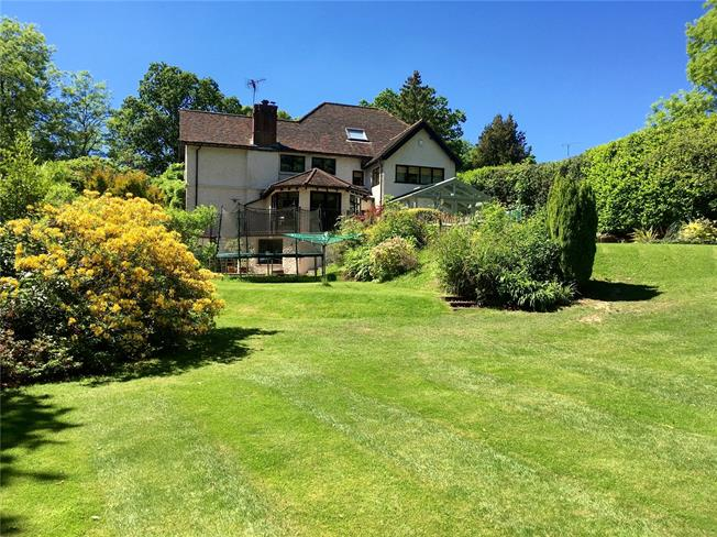 Guide Price £1,400,000, 5 Bedroom Detached House For Sale in Haslemere, GU27