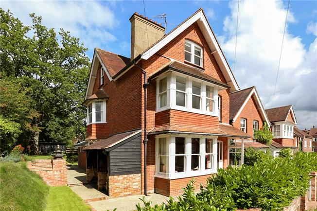 Guide Price £860,000, 5 Bedroom Detached House For Sale in Haslemere, GU27