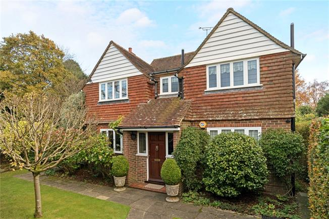 Guide Price £1,075,000, 4 Bedroom Detached House For Sale in Haslemere, GU27