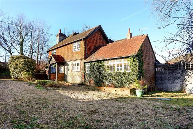Asking Price £500,000, 3 Bedroom Semi Detached House For Sale in Haslemere, GU27