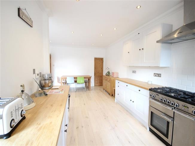 Asking Price £515,000, 4 Bedroom Terraced House For Sale in Haslemere, GU27