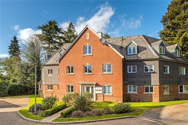 Offers in excess of £300,000, 2 Bedroom Flat For Sale in Haslemere, GU27