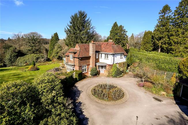 Asking Price £1,350,000, 4 Bedroom Detached House For Sale in Haslemere, GU27