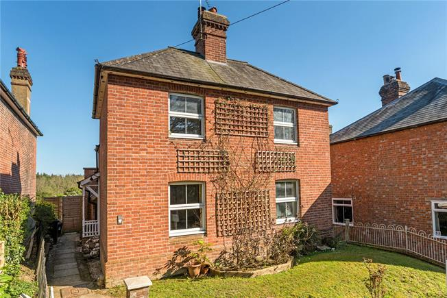 Asking Price £500,000, 3 Bedroom Detached House For Sale in Haslemere, West Sussex, GU27