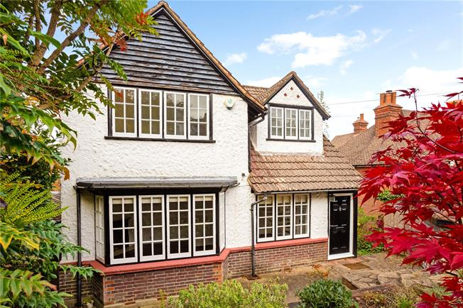 Asking Price £850,000, 3 Bedroom Detached House For Sale in Haslemere, GU27