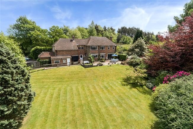 Asking Price £1,150,000, 4 Bedroom Detached House For Sale in Surrey, GU26