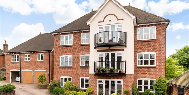 Asking Price £475,000, 2 Bedroom Flat For Sale in Haslemere, Surrey, GU27