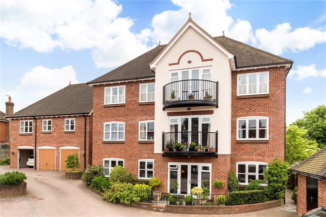 Asking Price £475,000, 2 Bedroom Flat For Sale in Haslemere, GU27