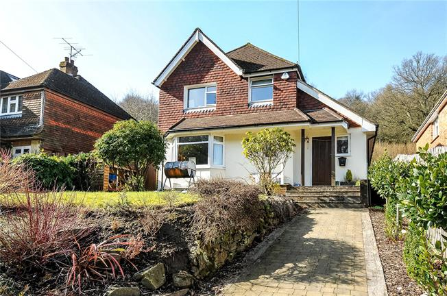 Guide Price £875,000, 4 Bedroom Detached House For Sale in Haslemere, GU27