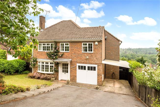 Asking Price £900,000, 4 Bedroom Detached House For Sale in Surrey, GU27