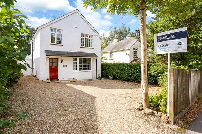 Asking Price £600,000, 3 Bedroom Detached House For Sale in Surrey, GU27