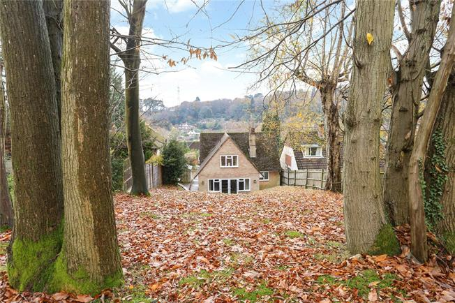 Asking Price £675,000, 4 Bedroom Detached House For Sale in Haslemere, GU27